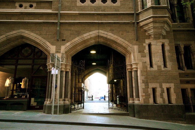 Flinders Lane entry to Chapter House Lane